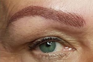 Tolle Ausstrahlung durch perfekt geformte Augenbrauen
