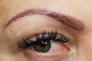Täglich schöne Augenbrauen