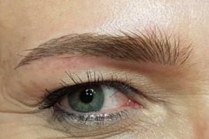 Wasserfeste Augenbrauen